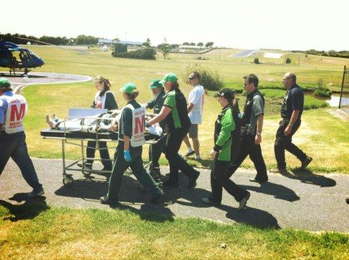 Carlos Checa (Ducati) es trasladado al hospital tras la caída en Philipp Island